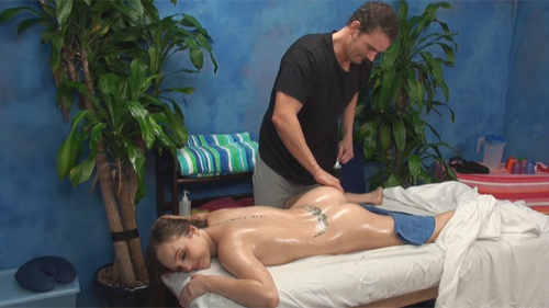 Anne seduced and fucked by her massage therapist on hidden camera